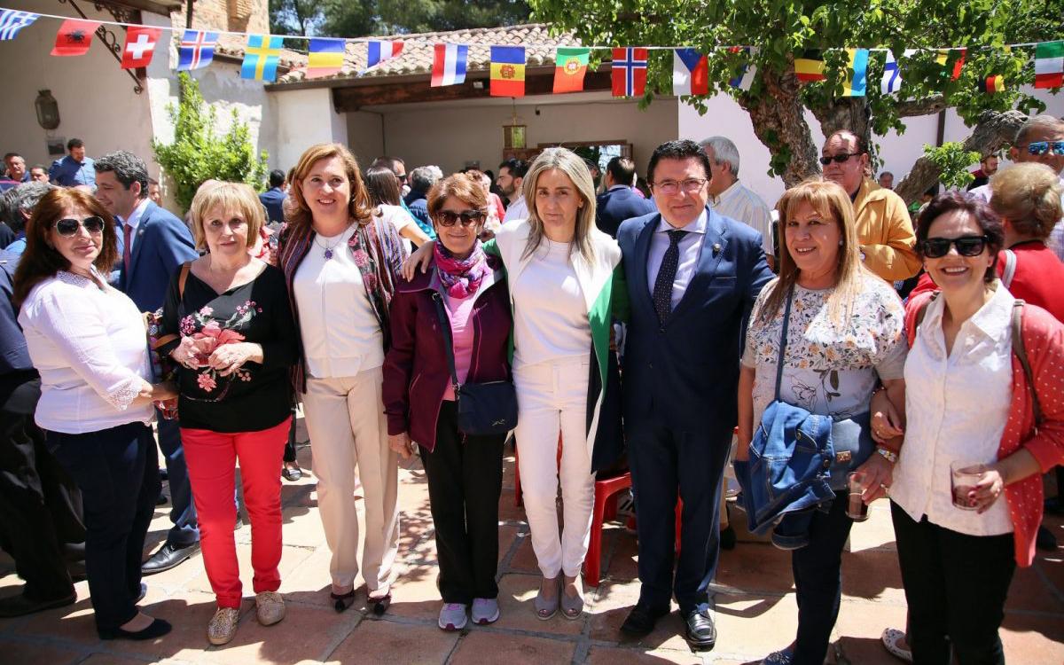 Milagros Tolón comparte con los toledanos y las toledanas la jornada central de la romería de la Virgen de La Bastida